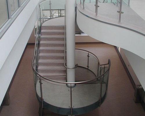 Cầu thang kiếng cường lực