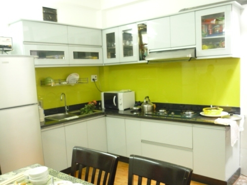 Kính ốp tường bếp không kim tuyến