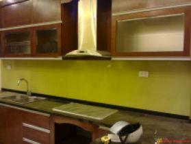 Kính màu ốp bếp