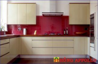 Kính màu ốp bếp đỏ đô