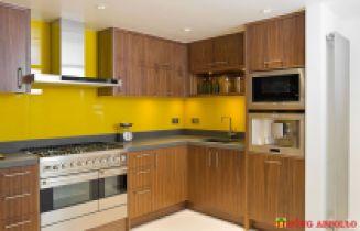 Kính ốp tường bếp màu vàng